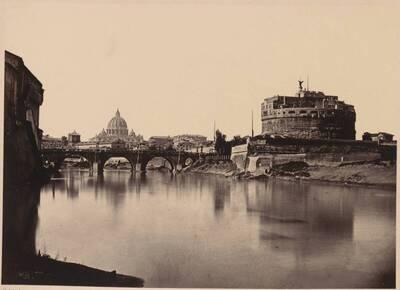 Fotografie der Aeliusbrücke mit der Engelsburg und dem Petersdom im Hintergrund, in Rom (vom Bearbeiter vergebener Titel)