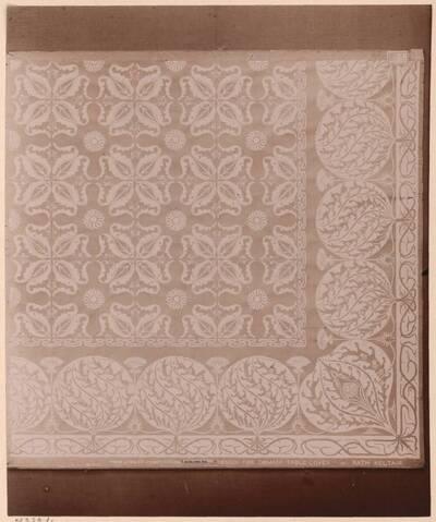 Fotografie eines Entwurfes für ein Damast-Tischtuch von Rath Keltair (vom Bearbeiter vergebener Titel)