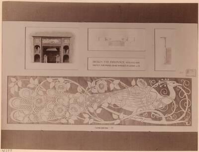 Fotografie eines Entwurfes für einen Kamin mit Pfauen-Paneel (vom Bearbeiter vergebener Titel)