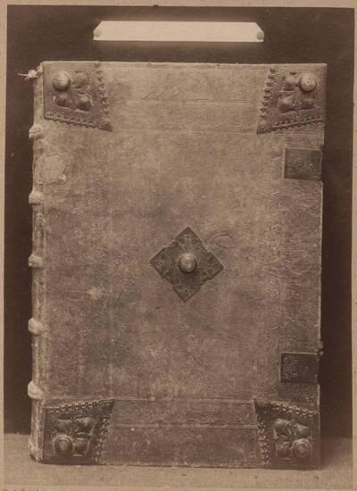 Fotografie eines im Jahr 1485 in Basel gedruckten Missales mit einem Einband aus dem 16. Jh. (vom Bearbeiter vergebener Titel)