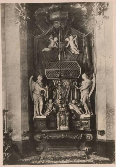 Fotografie des Altars in der Eleemosynariuskapelle im Dom in Bratislava von Georg Raphael Donner (vom Bearbeiter vergebener Titel)