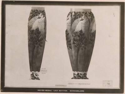 Fotografie eines Entwurfs für eine Vase mit Vogel-Motiv, von Lily Hutton (vom Bearbeiter vergebener Titel)