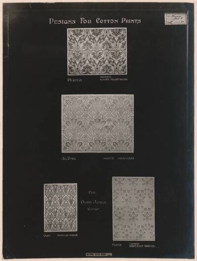 Fotografie von vier Entwürfen bedruckter Stoffmuster nach John William Massey (vom Bearbeiter vergebener Titel)