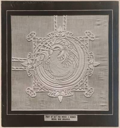 Fotografie eines gestickten Altartuches von Mary Nicholls, Worcester (vom Bearbeiter vergebener Titel)