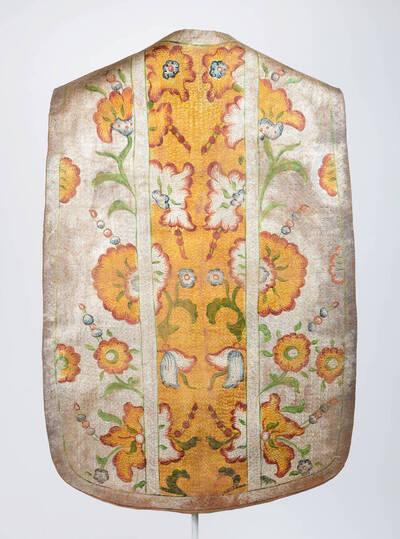 Lederkasel, Stab in gold, Seitenteile in silber mit bunte Blumenmotive