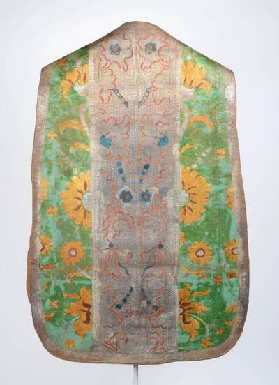 Lederkasel, Stab silber, Seitenteile grün mit silber, gold, rot u. blauen Blüten