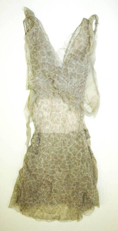 Damenkleid - beige/grau gemustert (deskriptiver Titel)