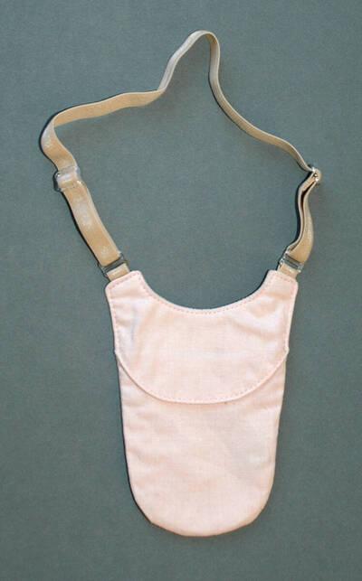 Brustbeutel - rosa (deskriptiver Titel)