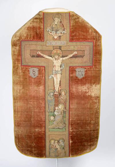 Kaselkreuz mit Kreuzigung Christi, am Stab Heilige und Leidenswerkzeuge