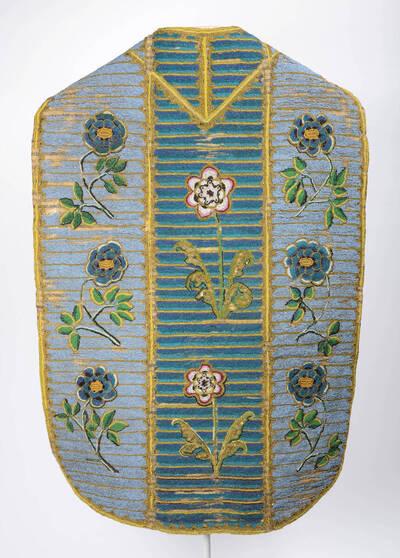 Perlkasel, hellblau und blau-türkise Streifen mit Blumen