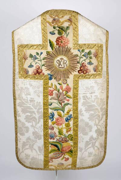 Seitenteile: weißes Damast, Stab mit Blumen und Granatäpfel