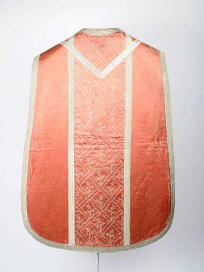 Stab mit Rautenmuster in silber auf rosa Grund