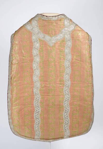 Orientalisierendes Muster in rosa und gold mit Silberborten
