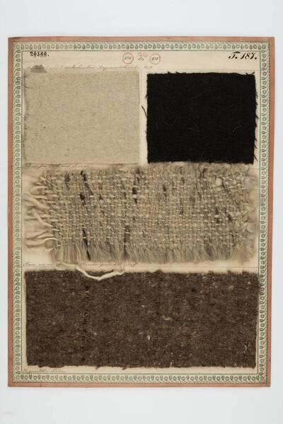 Ordinaires weißes Tuch aus Sinna; Grobes schwarzes Tuch aus Sinna; Harra, ein aus Wolle und Haaren gemischter Stoff; Ungewalkter Kotzen (historische Bezeichnung)