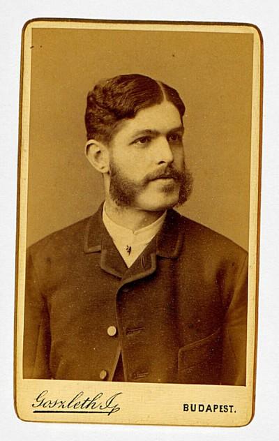 Herrenporträt mit Backenbart