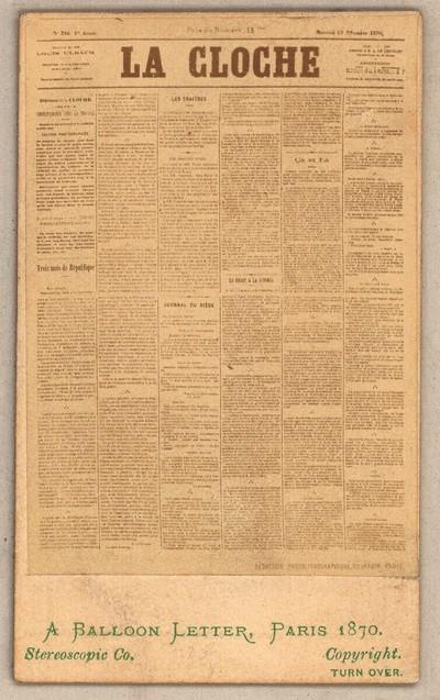 Mikrofotografie einer Zeitungsseite für den Transport mit Brieftauben