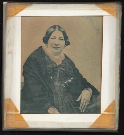 Bildnis einer älteren sehr wohlbeleibten Dame, halbe Figur
