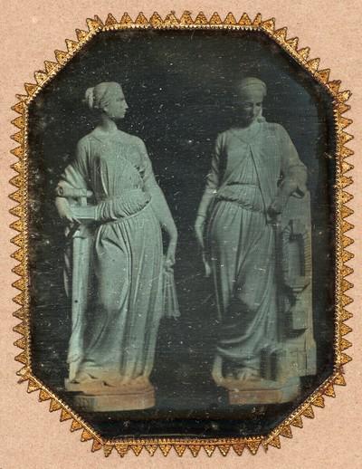 Figur der Mechanik und eine weitere weibliche Allegorie von Hans Gasser für das Arsenal in Wien 1853-1855