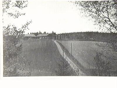 Kvisätter gård tillhörde Virå bruk och friköptes 1937 av K.V. Claesson