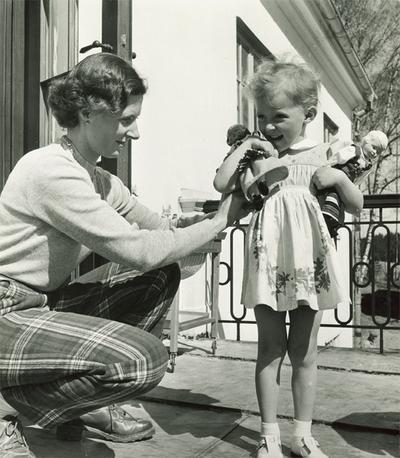Ebba och Margaretha år 1950