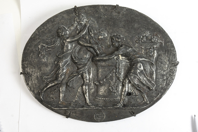 Relief av järn, antikiserande motiv, tillverkad på Bergsunds bruk, Stockholm