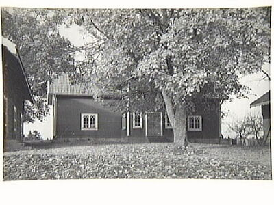Kvisätter med manbyggnad renoverad och restaurerad 1936.