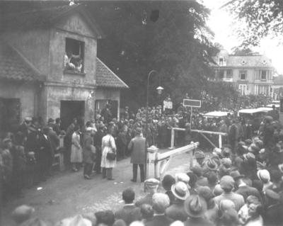 Met groot feestelijk vertoon en onder grote publieke belangstelling werd de Ubbergse tol opgeheven; tal van sprekers voerden het woord en de muziekkorpsen uit het Hoog en het Laag concerteerden