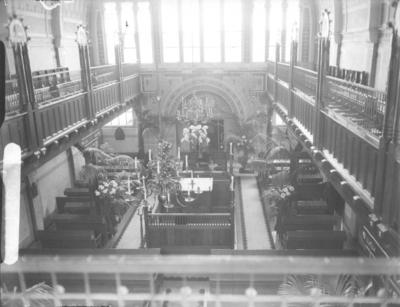 Op 7 april werd in besloten kring het 25 jarig bestaan gevierd van de op 11 en 12 april 1913 gewijde en door Oscar Leeuw ontworpen synagoge. Diverse geschenken werden aangeboden waaronder een nieuwe voorhang door mevrouw Gottlieb-Klein namens de vereniging voor gewijde kleden; de Hebreeuwse tekst refereert aan het jubileum