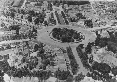 Luchtfoto van het Keizer Karelplein: onderin links de St. Jozefkerk, in het midden de St. Annastraat en rechts Concertgebouw De Vereeniging; bovenin links de Van Schaeck Mathonsingel, in het midden de Nassausingel en rechts de Bisschop Hamerstraat