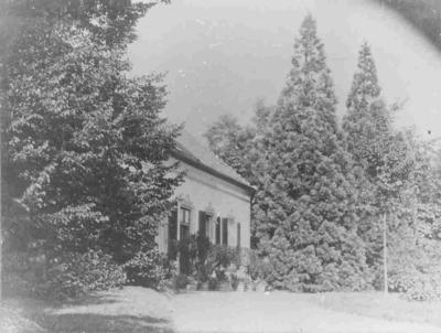 Het rond 1860 gebouwde landhuis Sint Jansberg waar zich in 1866 Barthold F.J.A. baron van Verschuer vestigde. Het huis werd in de nadagen van de tweede Wereldoorlog verwoest, Formeel ligt het landhuis in Mislbeek