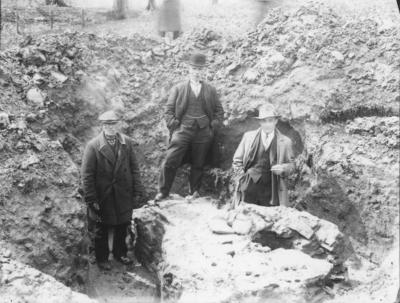 Rond 1838 werd al ontdekt dat zich op de Holdeurn een grote Romeinse pannenbakkerij bevond. In de zomermaanden van 1938 en 1939 werden er onder leiding van dr. Holwerda en dr. Braat opgravingen verricht die het complex grotendeels blootlegden