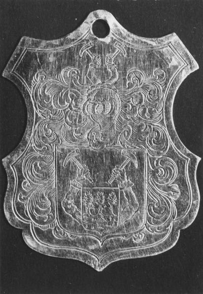 Zilveren schildje van Lamert Hamerslag, oud meester van het schippersgilde daterend uit 1717. Het schildje is bevestigd aan een in zilver gemonteerde drinkhoorn. Lamert  telg uit een bekend Nijmeegs geslacht werd geboren in 1671