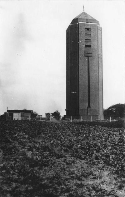 Op 3 oktober 1929 werd de watertoren Berg en Dal in gebruik genomen. De toren met een inhoud van 110.000 liter water verzorgde de druk op het eerste groepswaterleidingnet van Gelderland met een lengte van 50 km voor de gemeente Ubbergen en Groesbeek. Het is de hoogst gelegen en de hoogste watertoren van Nederland