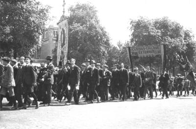 De tweede Katholiekendag vond van 5 tot en met 8 juni plaats in Nijmegen. In een grote optocht trokken meer dan 15.000 deelnemers met vaandels, praalwagens en muziekkorpsen door de nieuwe en de oude stad om op het Mariënburgplein te eindigen. Ook verenigingen van leerlingen van het Canisius College met vaandels, zoals dat van de externen, namen deel. De leiding van de optocht berustte bij de Nijmeegse architect Charles Estourgie bijgestaan door pater D. van der Geest O.P.