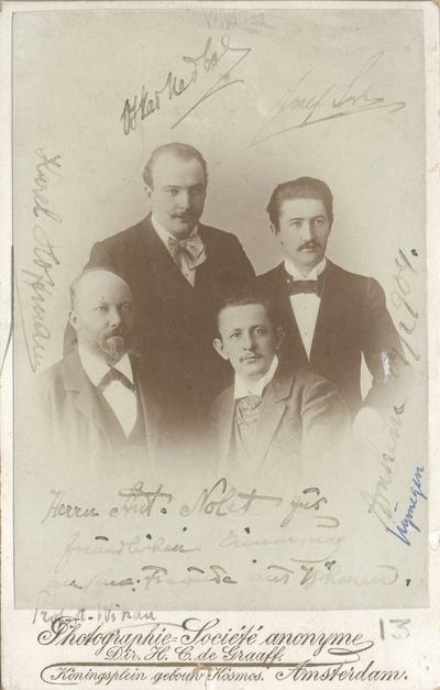 Onderschrift: Herrn Ant. Nolet, zum freundlichen Erinnerung an seine Freunden aus Bohem, Arnhem 19-02-1904; Het kwartet De Bohemen