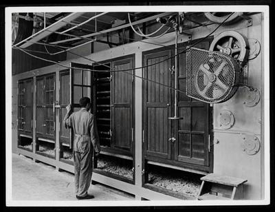 Zeepfabriek Dobbelman: Droogkasten. Foto gebruikt in jubileumboek ter gelegenheid van het 225-jarig bestaan van de fabriek.