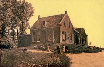 Villa Ruimzicht (gemeentelijk monument) gebouwd als boerderij in 1857 en in 1875 op de oude fundamenten opnieuw opgetrokken. Gebruikt als onderwijzerswoning daarna als winkel-woonhuis van slager Stappershoef en recentelijk als Bed and Breakfast