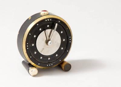 Nežinomas autorius. Laikrodis akliesiems. 2000