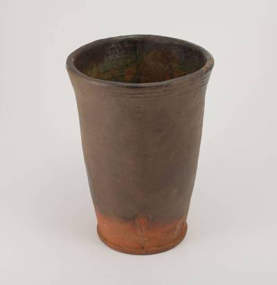 Vaza su ąsos fragmentu