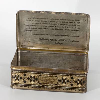 Metalinė saldainių dėžutė
