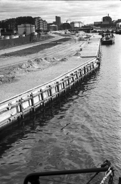 Klaipėda. Tvarkomos Danės krantinės Šiaurės rage / Bernardas Aleknavičius. - 1966