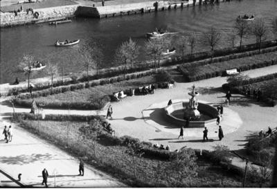 Klaipėda. Skveras su gulbių fontanu prie Danės / Bernardas Aleknavičius