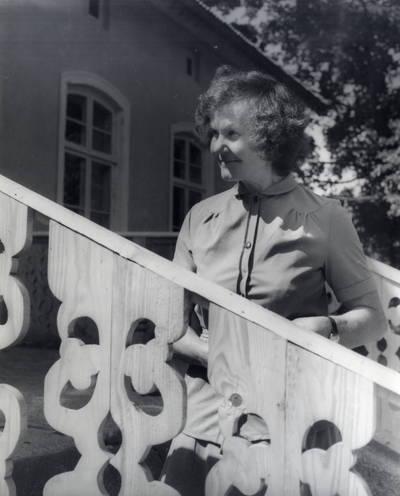 Alfreda Ašmutaitytė-Bielskienė. Portretinė nuotrauka / Bernardas Aleknavičius. - 1985