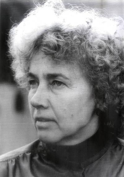 Poetė Aldona Gustas. Portretinė nuotrauka / Bernardas Aleknavičius. - 1983