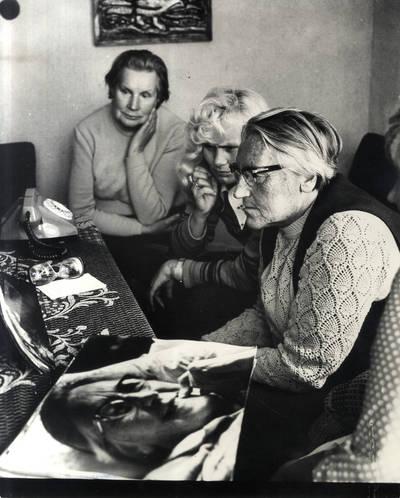 Ir viskas liko tik fotografijose. Grupinė nuotrauka / Bernardas Aleknavičius. - 1977.VIII.23