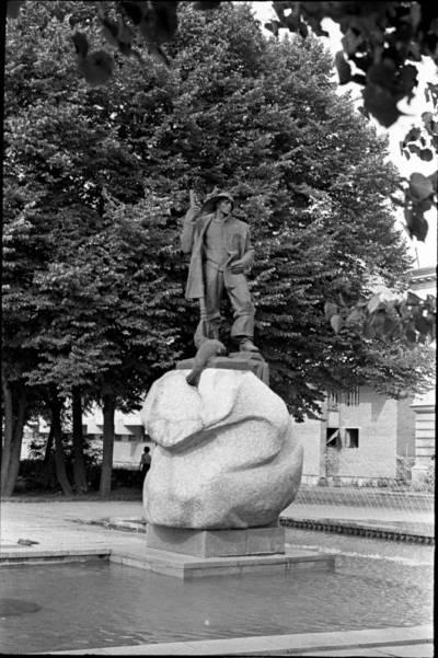 [Skulptoriaus Kazimiero Kisielio skulptūra