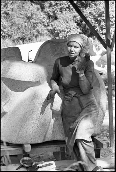 [Lietuvos dailininkų sąjungos Klaipėdos skyriaus pirmininkė, skulptorė Violeta Skirgailaitė] / Audronius Ulozevičius. - 1977