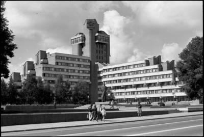 [Lenino paminklas ir viešbutis