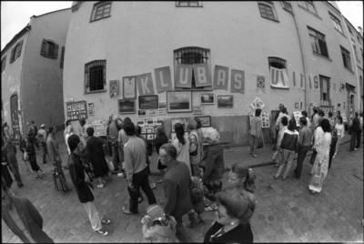 [Jūros šventės mugės Kurpių g. fragmentas. Klaipėda] / Audronius Ulozevičius. - 1987