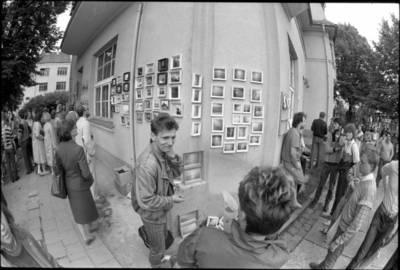 [Jūros šventės mugės fragmentas. Tiltų g. 1. Klaipėda] / Audronius Ulozevičius. - 1987